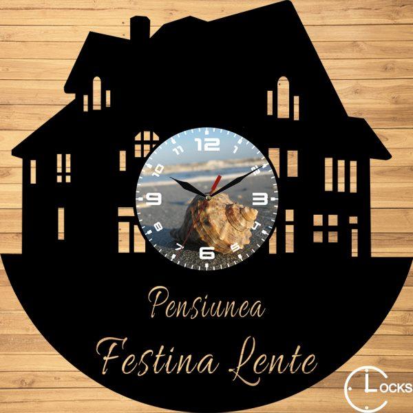 CEAS DE PERETE DIN LEMN NEGRU CASUTA Clocks Design